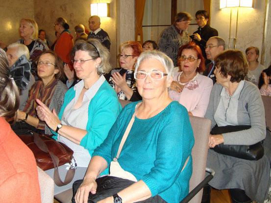 Mit Gitta M. und Hermi, den beiden Damen in Türkis, war ich heute, Sonntag, 09.11.2014, bei dem Konzert