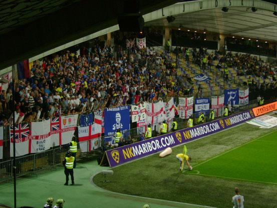 Die Fankurve von Birmingham City in Maribor 2011.