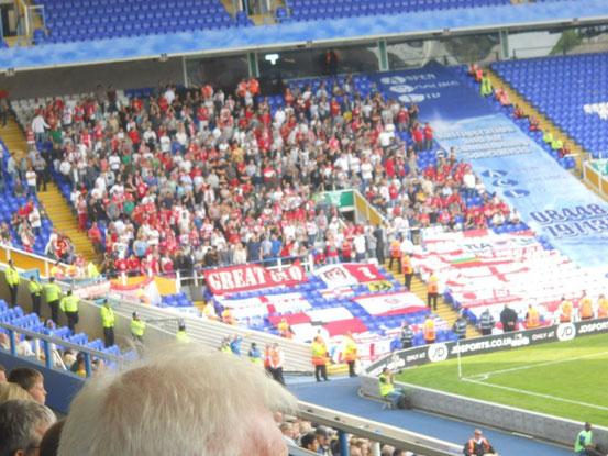 Auswärtsfans aus Antwerpen im Stadion St. Andrew's