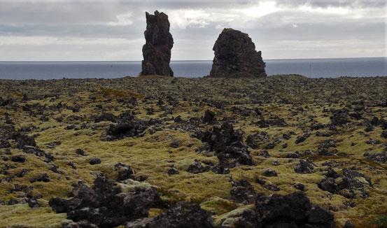 maanlandschap langs de kust richting Arnarstapi