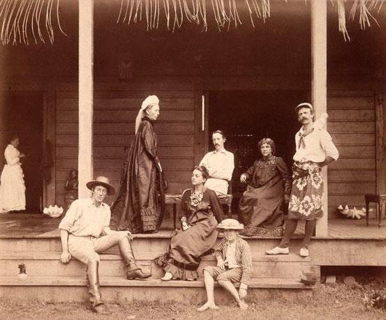 LIoyd en bas à gauche, Fanny à droite à côté de R.L. Stevenson, Belle à côté de son frère sur la droite, la mère de Stevenson, debout en haut à gauche