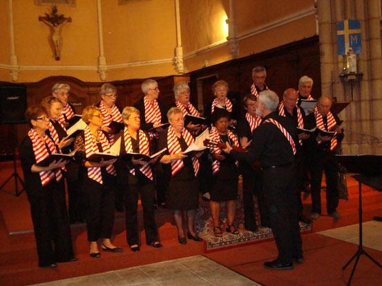 Le groupe inaugure sa nouvelle tenue à l'occasion de ce concert.