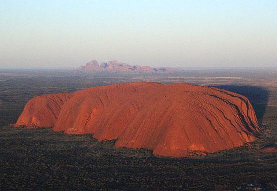 Uluru Wikipedia c) Leonard G.