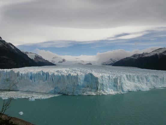 Der Perito Moreno Gletscher-wandert zwei  Meter pro Tag