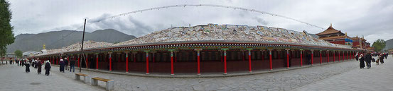 Weltgrösste Manisteinmauer ausserhalb Yushu.