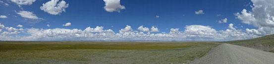 Träumerischer Himmel über der tibetischen Region Amdo.