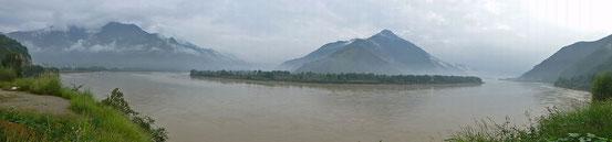 Die erste Flussbiegung des Jangtse bei Shigu.