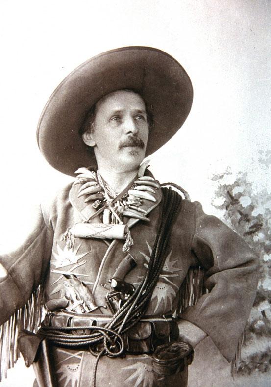 Karl May als Old Shatterhand im Jahr 1896. Foto: Karl-May-Museum Radebeul bei Dresden. Fotograf Alois Schießer, 1896