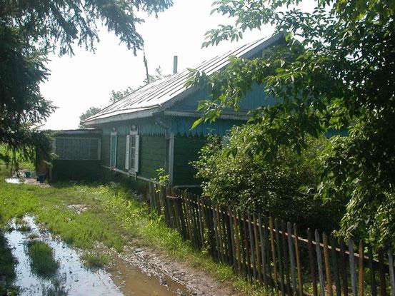Elternhaus, vom Vater 1961 gebaut. So, ziemlich heruntergekommen, sah es 2003 aus.