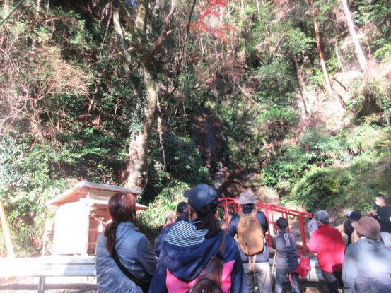 竜川三滝めぐりは不動の滝から始まります。