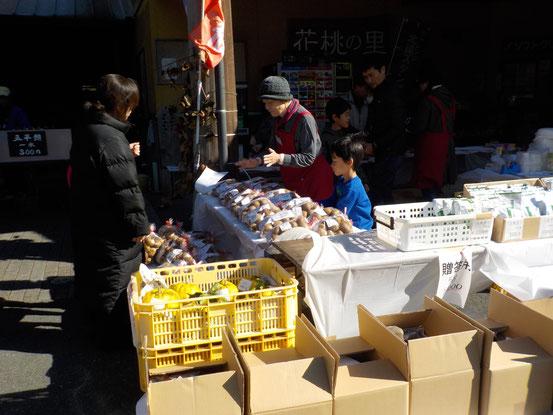 花桃の里キウイまつりは11月末の週末に開催いたします。