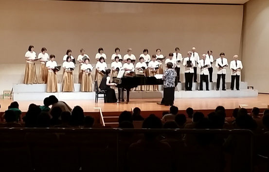 引佐虹の輪合唱団(混声合唱)のステージ