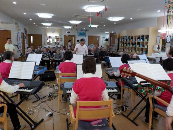 ラクラス冨塚さまへの訪問演奏は今回が初めてです。