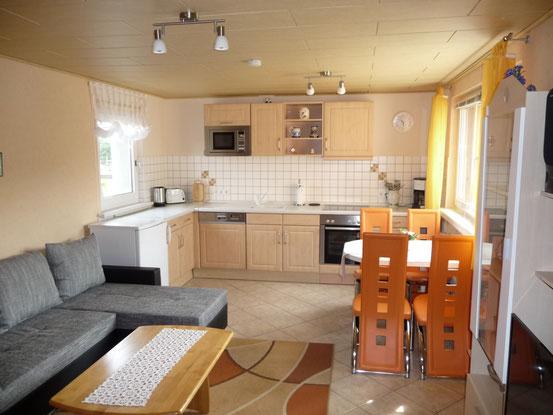 FH-Wohnzimmer/Küche