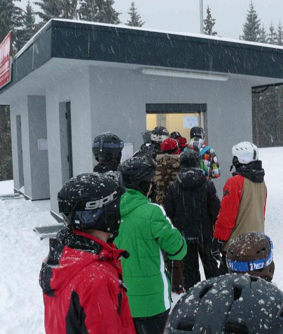 Kasse am Hexenritt-Parkplatz im Skigebiet Wurmberg/ Braunlage