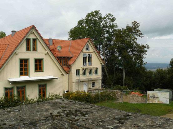 """Ansicht des fast fertigen Hotels und Restaurants """"Aussichtsreich"""" auf dem Burgberg/ Bad Harzburg"""