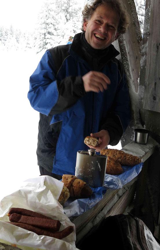 Langlaufen im Harz: Pausen-Picknick am dreieckigen Pfahl