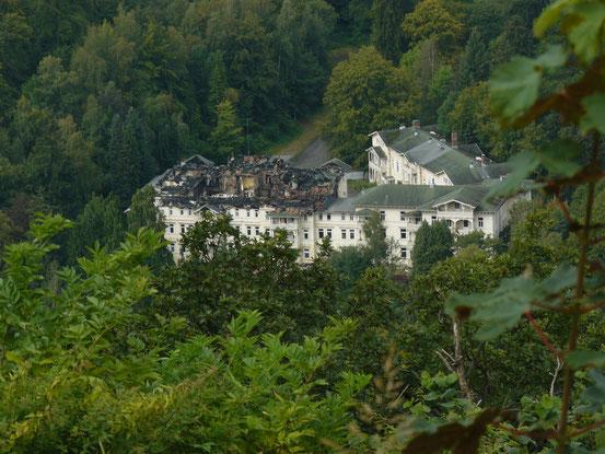 Blick vom Burgberg auf das Hotel Harzburger Hof/ Bad Harzburg mit den Spuren des Brandes vom Frühjahr 2014