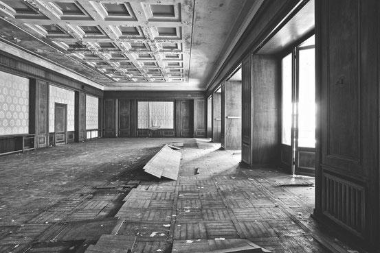 """Saal im ehemaligen Hotel """"Heinrich Heine""""/ Schierke."""