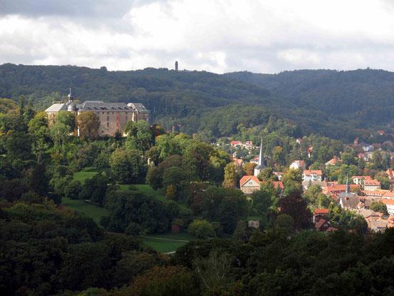 Blick vom Großvaterfelsen auf Blankenburg und das Schloss