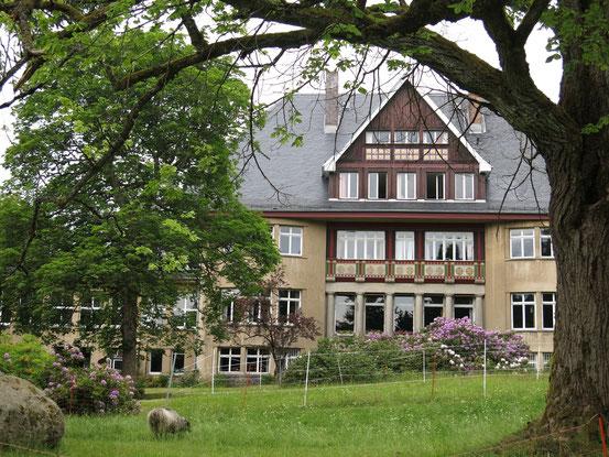 Der Mittelbau des Sanatoriums Dr. Barner: Reduktion und Klarheit statt Ornamentik um jeden Preis