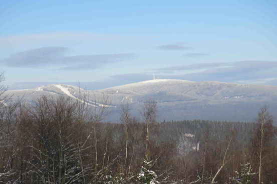 Blick auf Winterlandschaft, Gebirge. Brocken im Harz