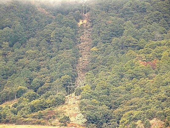 tendido trifásico en San Sebastián Tlacolula una de las comunidades afectadas por el proyecto minero a cuielo abierto