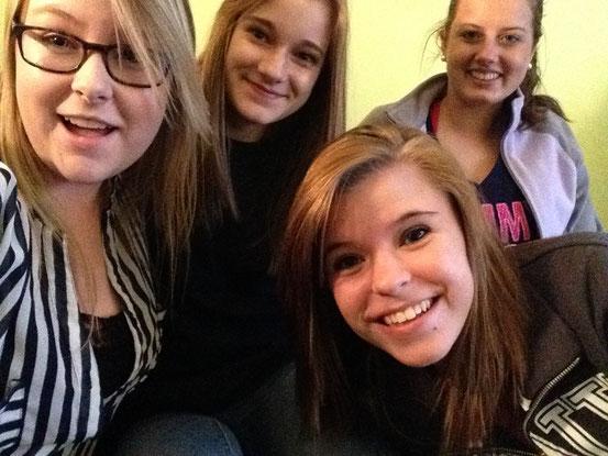 Meine Mädels: Ashley, ich,unten ist MAddy und ganz rechts ist Lulu