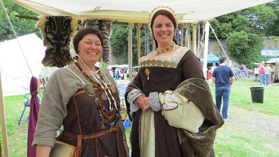 Rafarta und Melissa, die Tudor-Lady