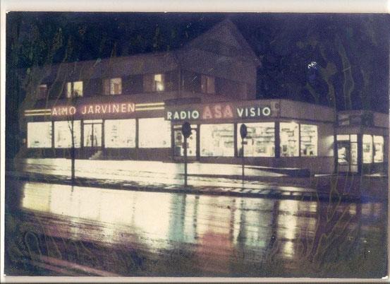 Liike 1960 luvun lopulla syksyisessä iltavalaistuksessa