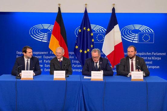 Andreas Jung mit den beiden Parlamentspräsidenten sowie seinem französischen Kollegen Christoph Arend