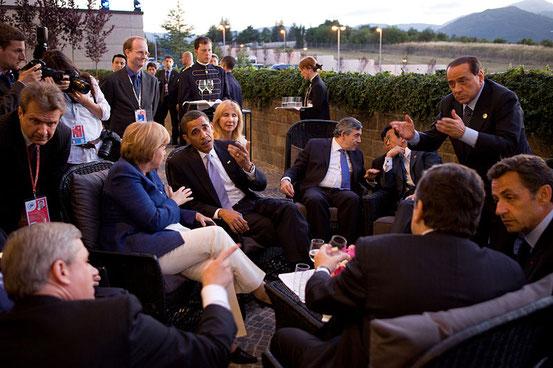 Das 2-Grad-Ziel wurde von den Staats- und Regierungschefs wichtiger Volkswirtschaften auf dem G8-Gipfel in L'Aquila 2009 vereinbart.