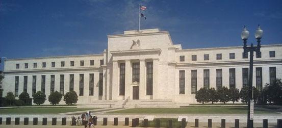 Eine Vollgeldreform würde die Macht der Zentralbanken erheblich ausweiten, und die der Geschäftsbanken minimieren.