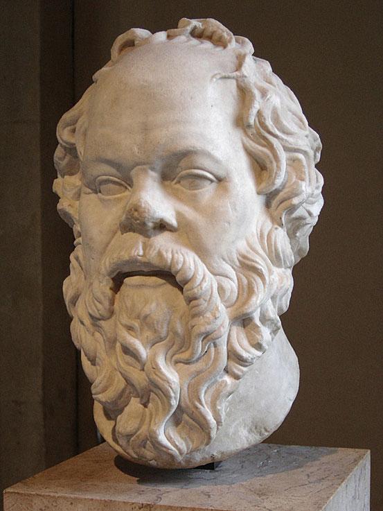 Sokrates habe die Wissenschaft über die Kunst gestellt und so zum Niedergang der griechischen Tragödie beigetragen.