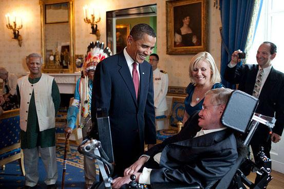 Dem Astrophysiker Stephen Hawking wird ein IQ von über 160 zugeschrieben. Das können nur ca. 1 Promille der Menschen von sich behaupten.
