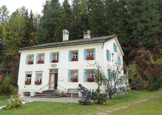Haus in Sils-Maria, in dem Nietzsche während der Sommermonate 1881–1888 ein Zimmer bewohnte.