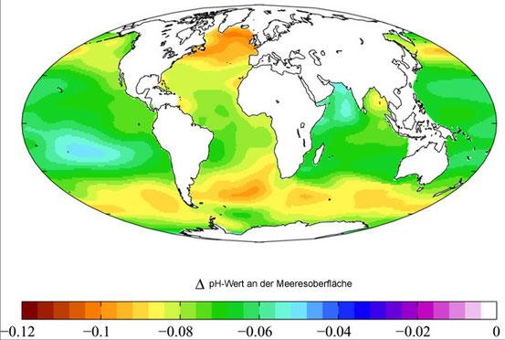 Geschätzte Verringerung des pH-Werts an der Meeresoberfläche durch anthropogenes Kohlendioxid in der Atmosphäre zwischen ca. 1700 und den 1990er-Jahren.