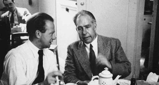 Werner Heisenberg (links) und Niels Bohr (rechts)