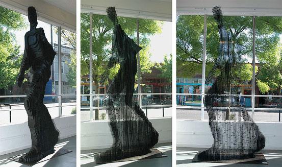 Die Statue Quantum Man (2006) von Julian Voss-Andreae zeigt die in der Quantenlogik versuchte verschiedene Ansicht von ein und demselben Realen.