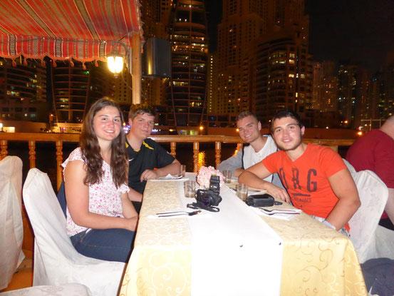 Familie Heinle. Links vorne: meine Schwester Tabea. Links hinten: mein Bruder Silas. Rechts vorne: mein Bruder Jonas. Rechts hinten: Ich.