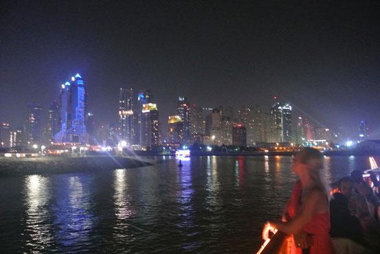 Skyline bei Nacht.
