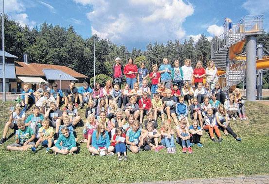 Sehr erfolgreich haben Torgelower Mädchen und Jungen an einem Schwimmkurs im Torgelower Heidebad teilgenommen. FOTO: RITA FRÜNDT