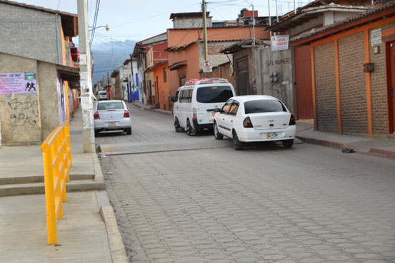 Topes und enge Strasse in San Cristobal
