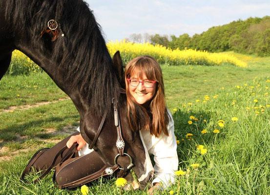"""Die hübsche Welsh Cob Stute """"Rose"""" mit ihrer lieben Besitzerin Andrea (Foto: A.Müller)"""