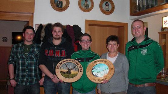 v.l.n.r. 2ter Vorstand StafanRamsauer, Markus Fraunhofer, Gewinner Robert Bergmüller, Magdalena Buczek, 1ter Vorstand Michael Hopfensperger