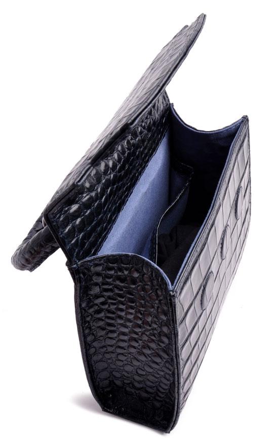 Edle Henkeltasche Olivia. Blaue Dirndltasche . blaue Trachtentasche OSTWALD Traditional Craft