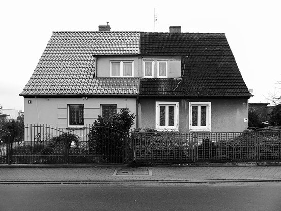 Twin house, Lobez, Poland monocrome, black and white, Dom bliźniak, schwarzweis, Doppelhaus, Doppelhaushälfte