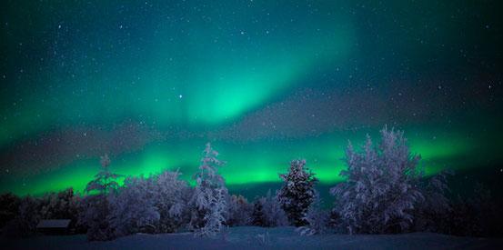 Eines der vielen wunderschönen Polarlichter in Schweden Lappland