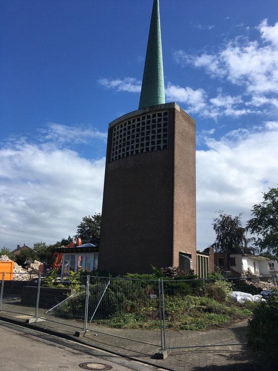 AUGUST / September 2020_ein wehmütiger / trauriger Blick auf unsere ehemalige Kirche. Foto: W. Kammeier