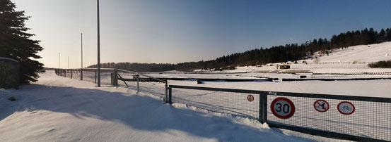 Geschlossene Schneedecke über der Breitwangbahn